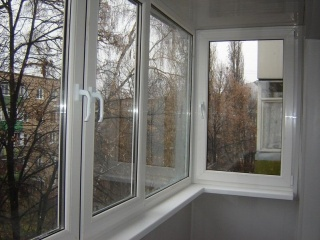 osteklenie-balkonov-pvh